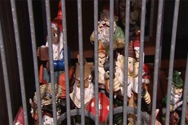 RTV-Nieuws: Dakloze kabouters wachten op het politieburo