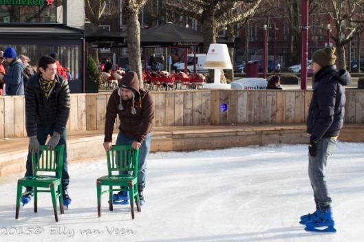 Leren schaatsen achter de stoel